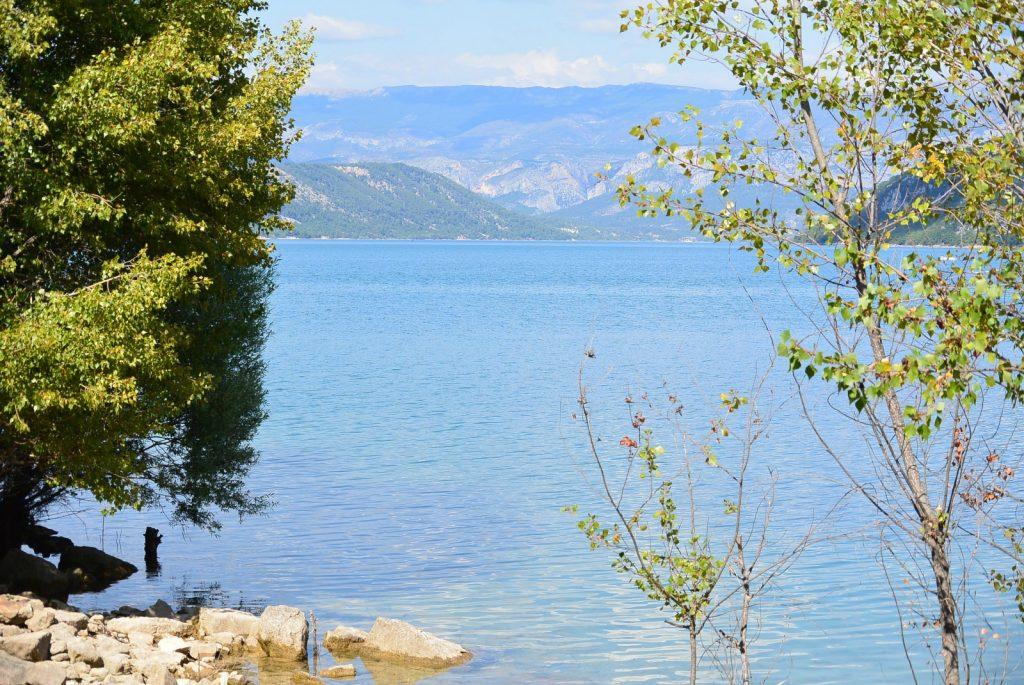 R gion var et lac de sainte croix en provence au coeur du for Camping sainte croix du verdon avec piscine