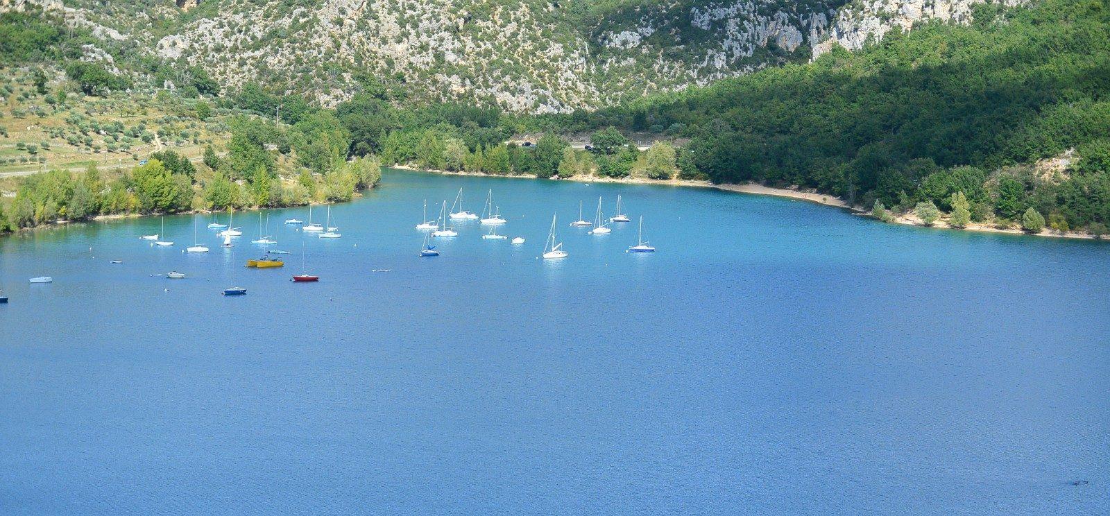 Regio var en lac de sainte croix in de provence in het - Camping lac st croix avec piscine ...